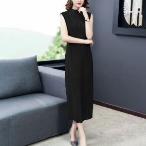 Loose High-necked Sleeveless Dress Folds (Color:Black Size:One Size)