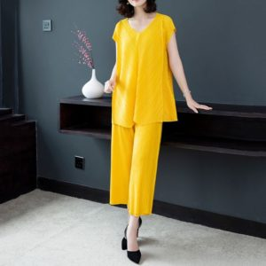 Fashion Fold Sleeveless Shirt Female Big Yards Wide Leg Pants Two-piece (Color:Yellow Size:One Size)