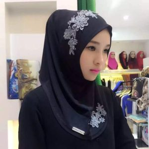 Fashion Lace Embroidery Flowers Linen Pullovers Female Scarf Hui Nationality Folk Style Hijab Muslim Scarf (Black + Red)